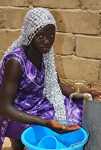 Kalla Niang feliz de beneficiarse con el Programa de Agua Potable administrado por el PNUD