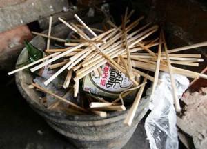 disposable-chopsticks-trash-photo