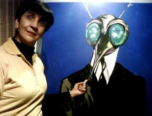 Marisela Valero asustada con uno de los personajes pintados por RAYMA