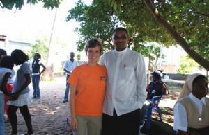 Irene con el Padre Eugenio Langa