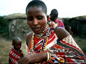 Masai en el poblado manyatta de la Reserva de Caza de los masai mara, Kenia.Foto Gianalberto Zanoletti.Survival