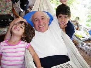 Tío Simón con sus nietos