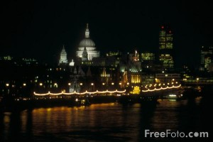 31_26_13---The-City-of-London-at-night--London--England_web