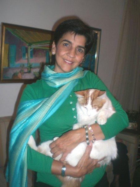 Marisela Valero conductora de Planeta Vital con su gato Mau