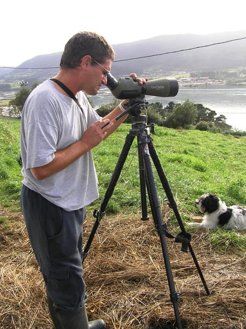 Observador de aves en Euskadi, foto Marisela Valero 2006