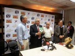 Bautizo del libro con Jose Grasso Vechio, presidente de la Liga Venezolana de Beisbol Profesional