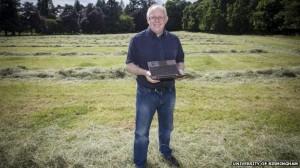 Foto El profesor Vince Gaffney dirigió el proyecto para analizar los pits en Warren Field. Foto: BBC