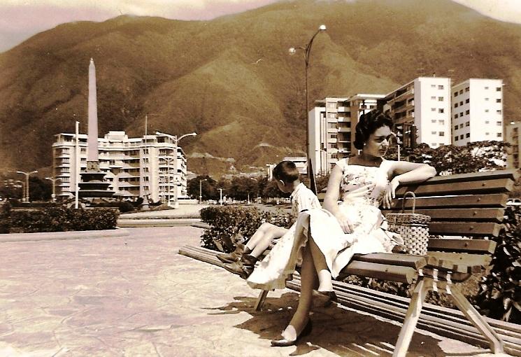 Plaza Altamira, en Caracas, años 50. Foto archivo Valero