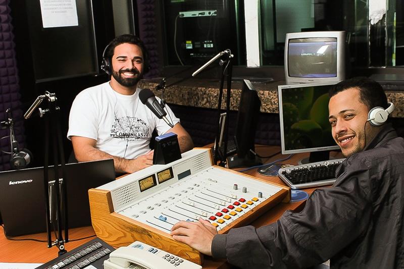 Juan Perfetti en el estudio de Radio Uno.Foto Cristina Eduardo