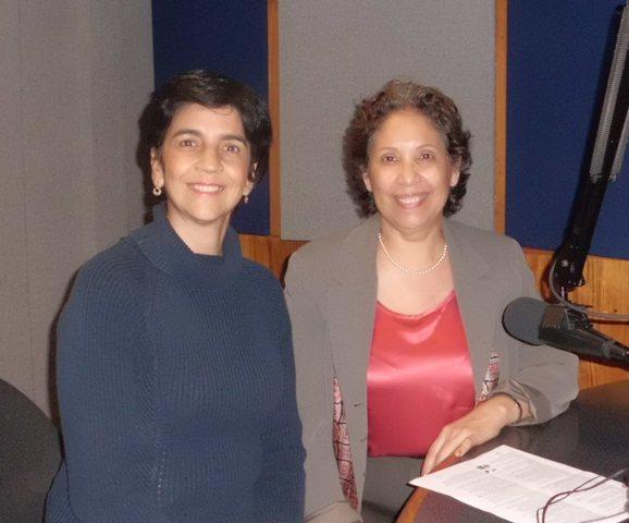 Marisela Valero con Magdalena de Sonoski. Foto Héctor Luna