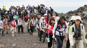 Monte Fuji sufre avalanchas de turistas