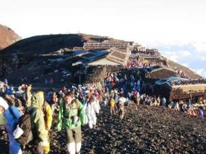 El turismo masivo es un grave problema para el cuidado del Monte_Fuji