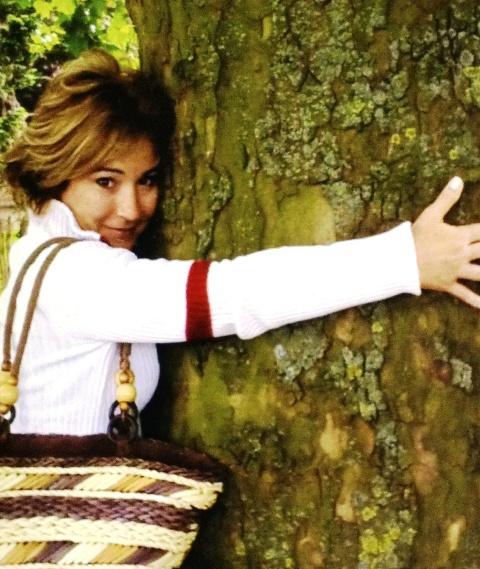 Recibiendo la energía del árbol.Foto Maria Eugenia Pinaud