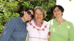 Lutecia Adam con Nidia Hernández y Marisela Valero. Foto Henrriet Adam