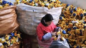 Fabricación en masa del Fuleco peluche, grandes ganacias para algunos, pero ni un solo dolar va a la conservación del armadillo bola