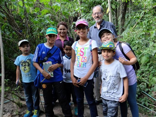 Los niños se divierten en la naturaleza libre. Foto cortesía Jardín Ecológico.