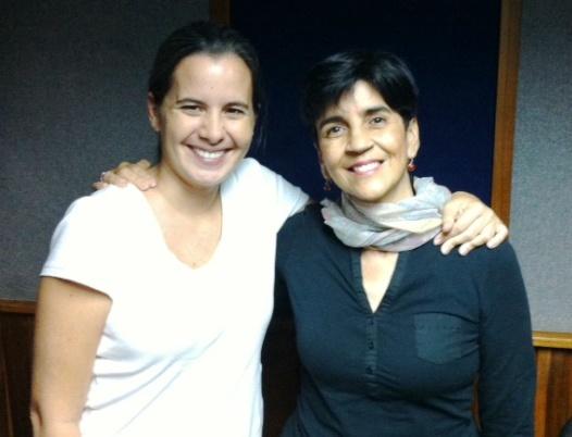 Verónica De Los Llanos y Marisela Valero en el estudio. Foto Héctor Luna