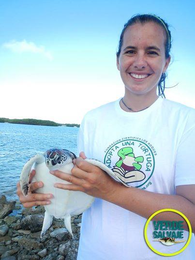 Verónica y la tortuga, foto verde Salvaje