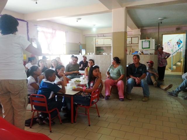 En La vega reunidos explicando el proyecto. Foto cortesía UCAB