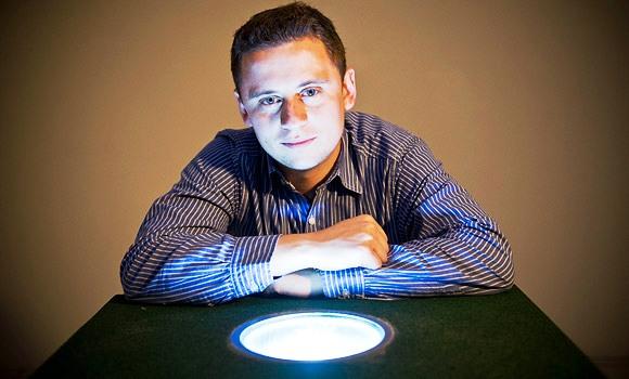 Laurence Kemball-Cook, Gerente de la empresa inglesa encargada de la iluminación