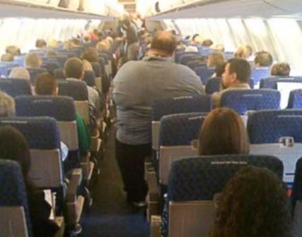 Problemas de los obesos para sentarse en aviones