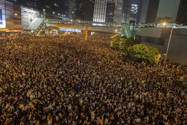 Mar de gente baña las calles para protestar por mas democracia
