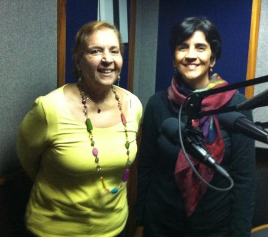 Jazmin Sambrano con Marisela Valero en el estudio. Foto Héctor Luna