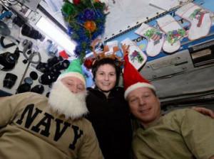 Los astronautas Barry Wilmore, Terry Virts y Samantha Cristoforetti comparten su navidad desde el espacio. TWITTER / @AstroTerry