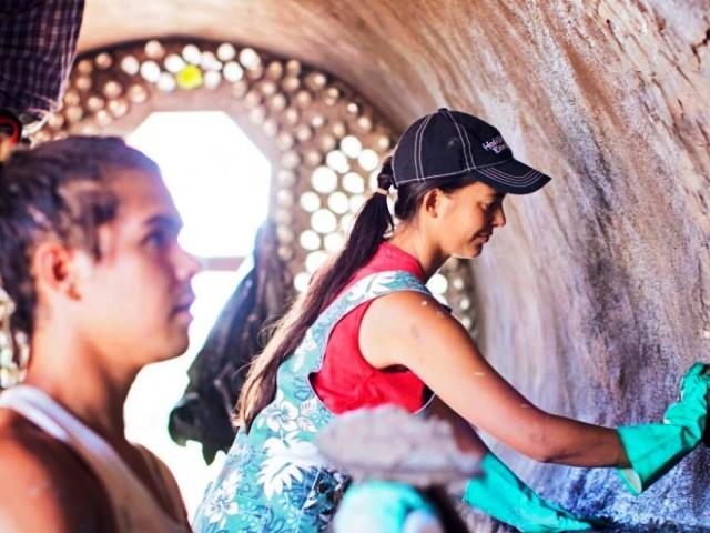 La ONG Toki y los voluntarios poniendo corazón y manos a la Escuela de Música Rapanui