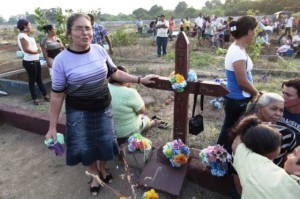 Cementerios llenos de víctimas de la epidemia renal