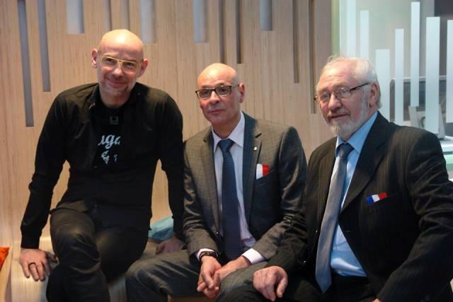 A la izquierda el arquitecto Negroni en la inauguración del Centro, junto al maestro de obra Jean Pierre Sanchis  y el Alcalde de Champcevrais