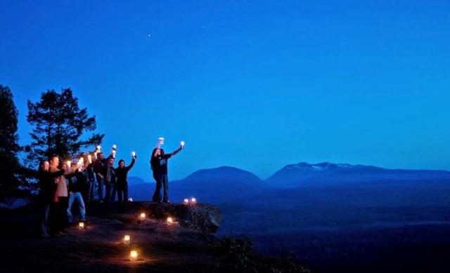 Cerca o lejos de la naturaleza se celebra la Hora del Planeta
