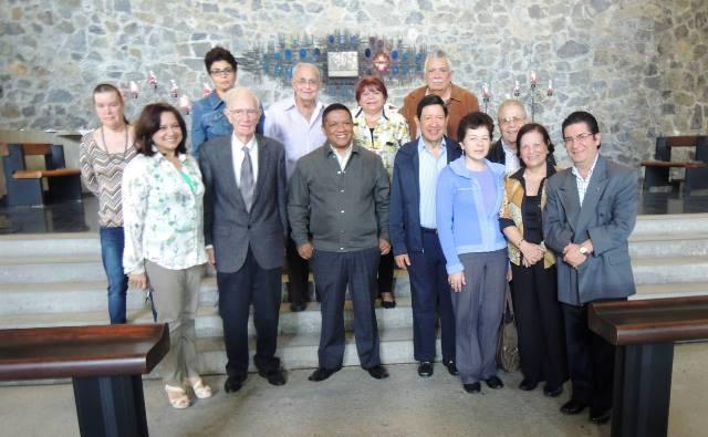 La Junta Directiva de la Sociedad de Ciencias Naturales La Salle celebrando los 75 años