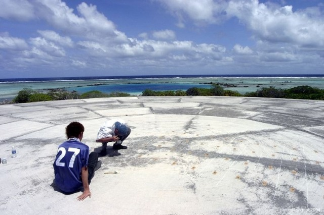 Los niños juegan desprevenidos sobre la isla de la muerte. Foto: http://www.panoramio.com/user/679695