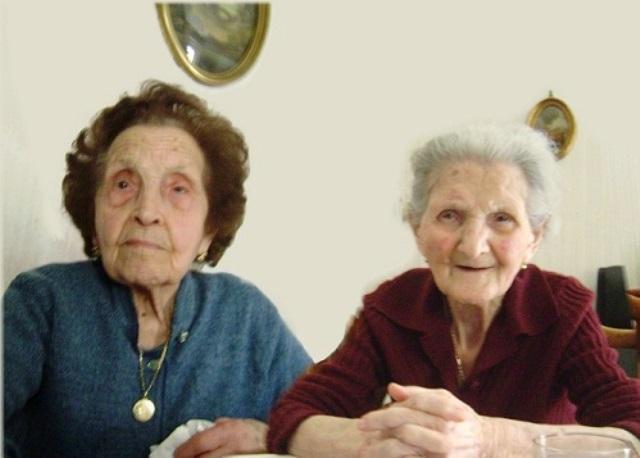 La de la izquierda es Assunta Ialeggio, 95 años y a su lado la hermana Antonietta de 99 años