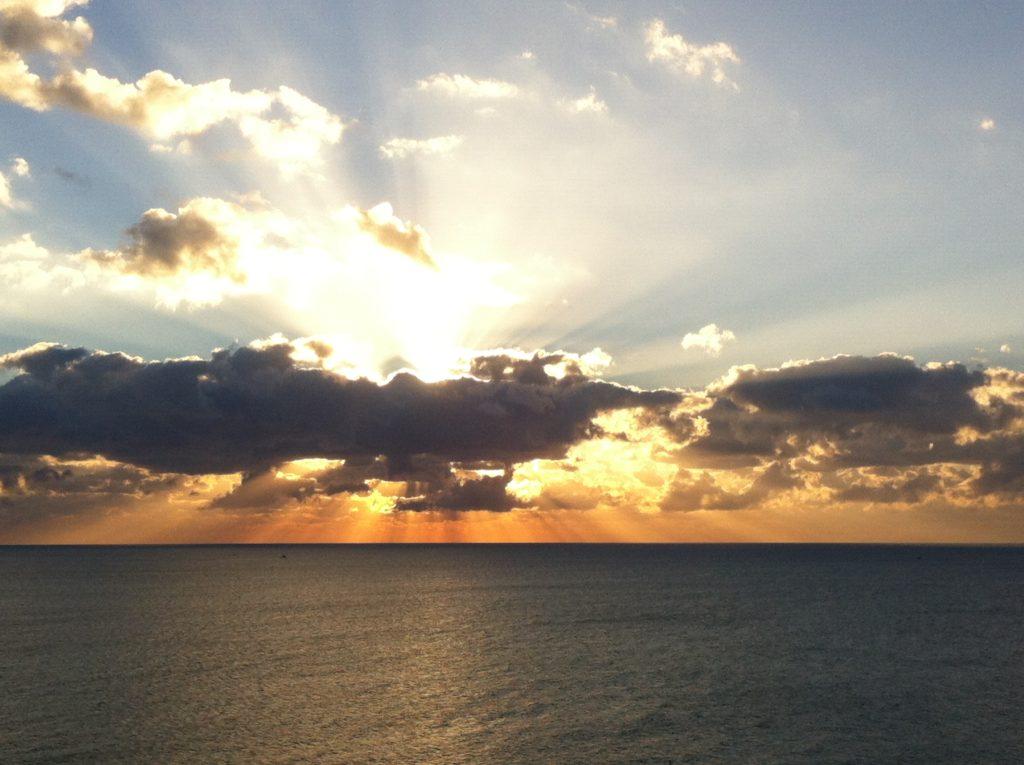 Un nuevo amanecer con playas mas limpias es nuestro compromiso como humanos