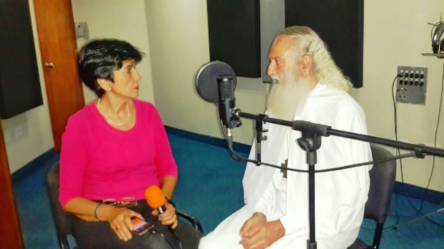 Marisela Valero graba al maestro Calos Elías Michán. Foto Erser Sayas