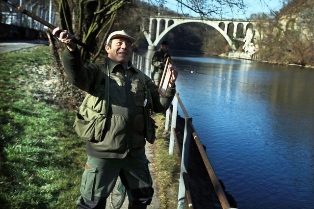 Pescadores introducen truchas arcoiris para su hobby