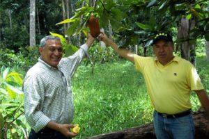 A la izquierda el ingeniero Herman Rincón