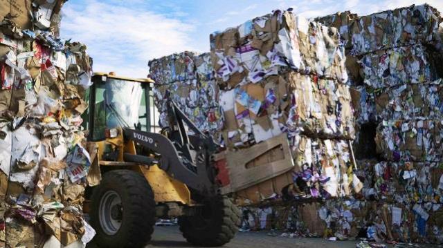 La basura es compactada para su reciclaje total