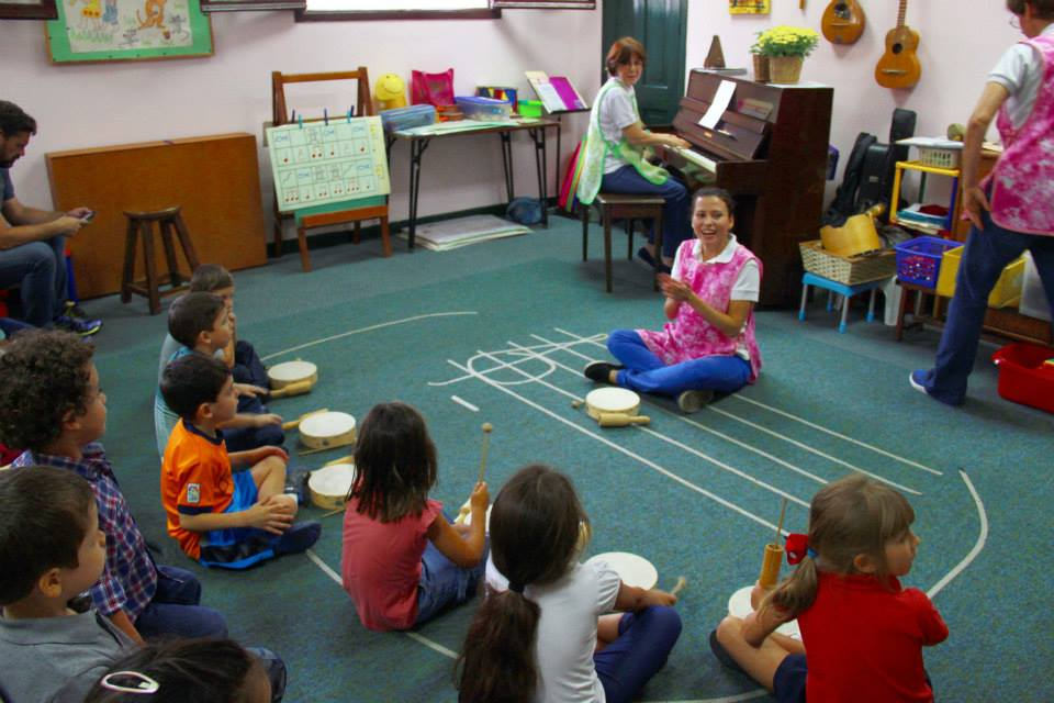 Su equipo rofesional sigue la misma linea de libertad y creatividad en la pedagogía musical