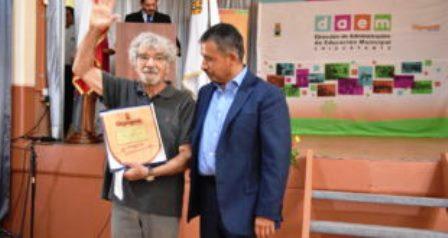 Reconocimiento a Maturana en la escuela Hipólito Toro y Salas de Chiguayante
