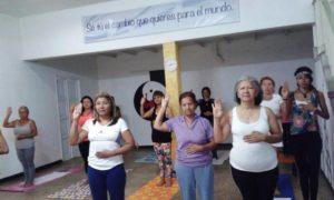 Hatha Yoga lo puede practicar todo el mundo