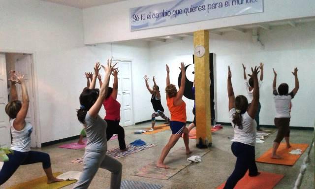 Las asanas o posturas ayudan a la salud integral