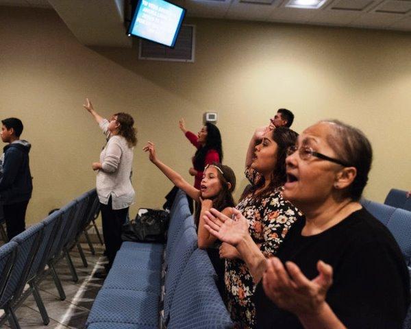 Los creyentes unen sus plegarias para salvar el río
