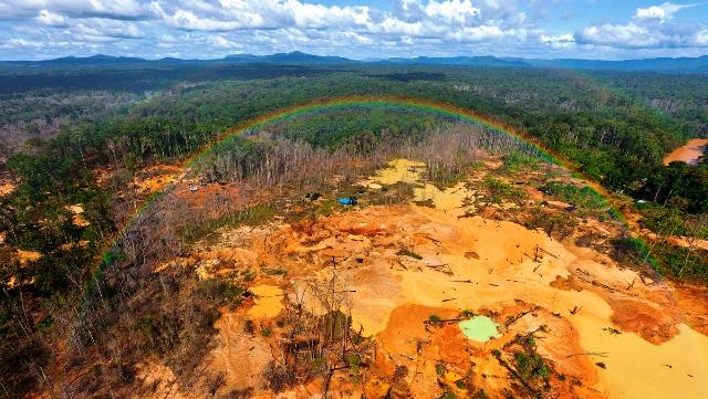 Ecocidio por la minería en Amazonas y aun así brilla el arco iris en señal de resistencia