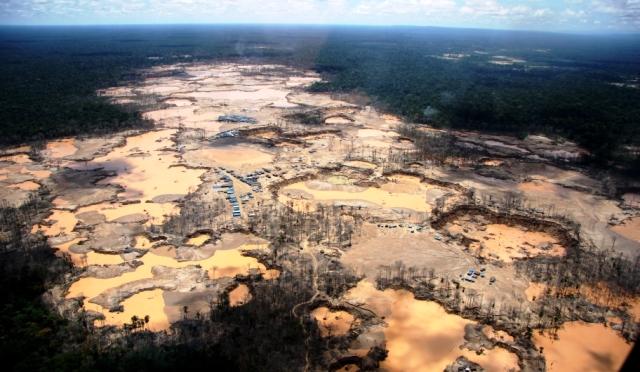 Selva Amazónica depredada por la minería ilegal