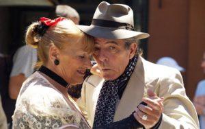 La tercera edad se beneficia con el baile del tango en pareja