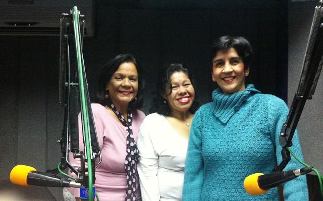Norma Ramones, Johanna Chanchamire y Marisela Valero en el estudio de Unión Radio. Foto Fernando Camacho