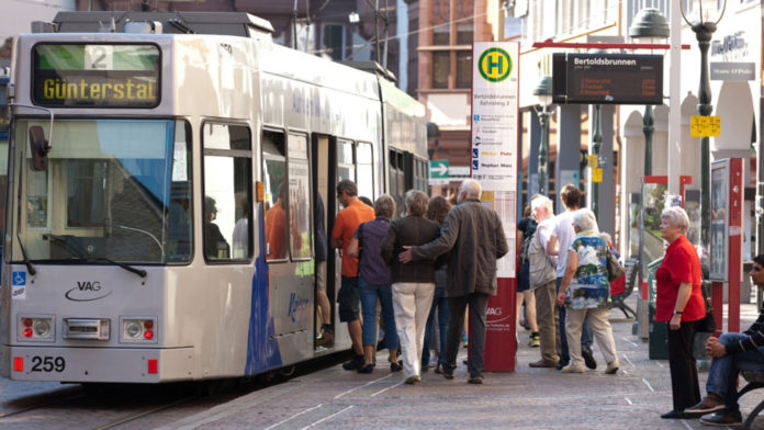 Alemania estudia ofrecer transporte gratuito